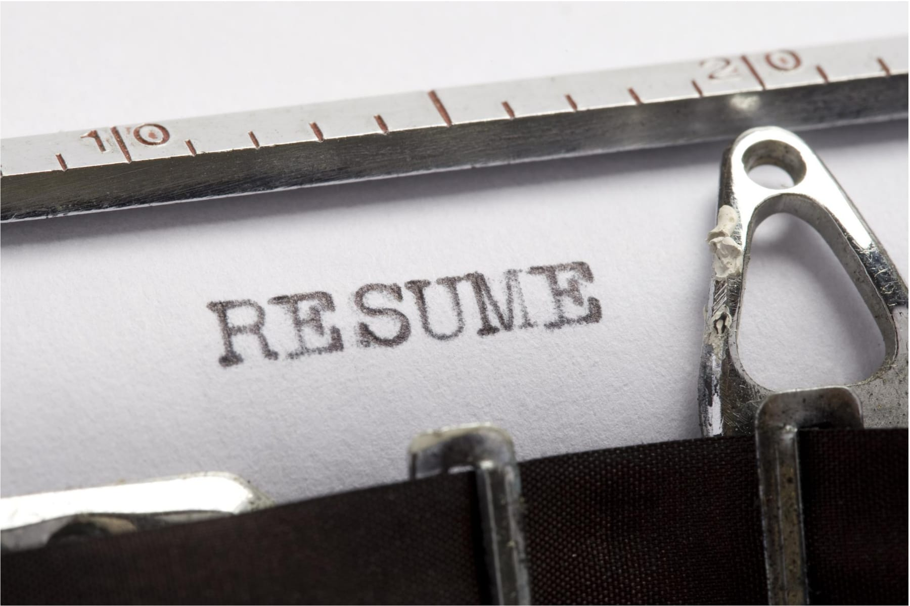 The text RESUME written on paper by a typewriter